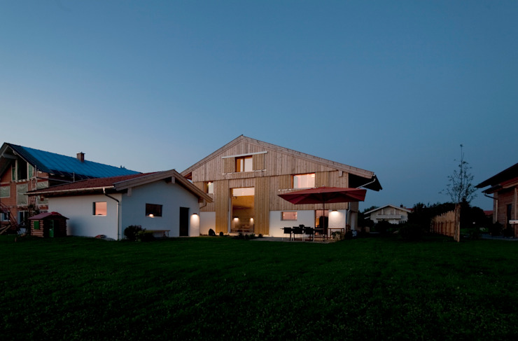 Country style houses by w. raum Architektur + Innenarchitektur Country