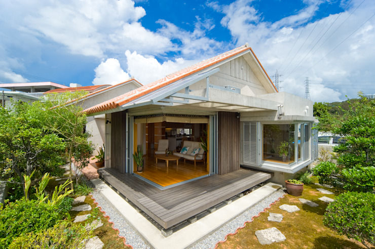 Mediterranean style house by 株式会社 東設計工房 Mediterranean