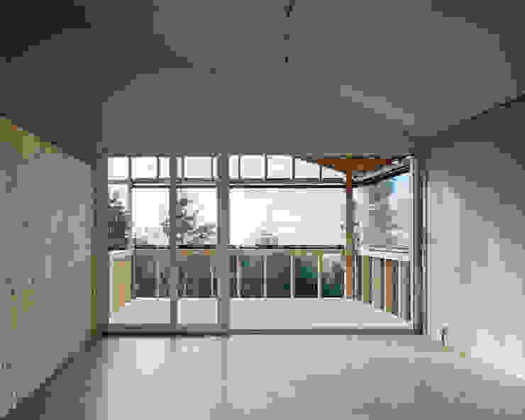 Jomini & Zimmermann Architekten 现代客厅設計點子、靈感 & 圖片