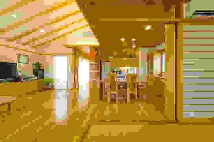 Modern dining room by 株式会社 東設計工房 Modern