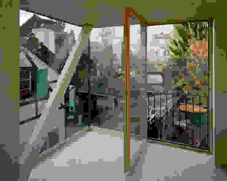 Puertas y ventanas de estilo moderno de smarch-Mathys&Stücheli Moderno