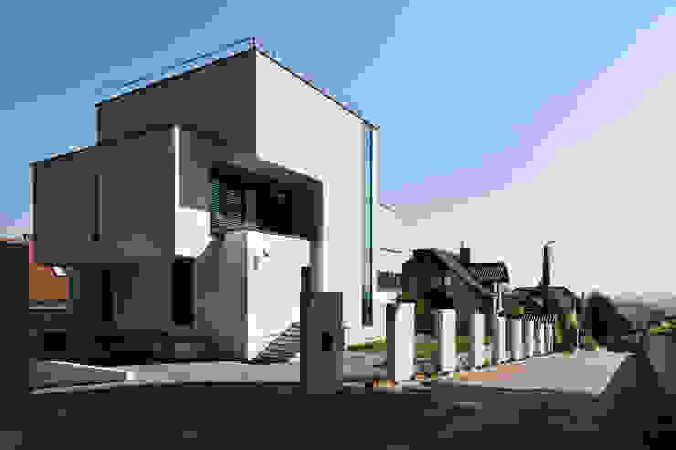 Modern houses by RS+ Robert Skitek Modern