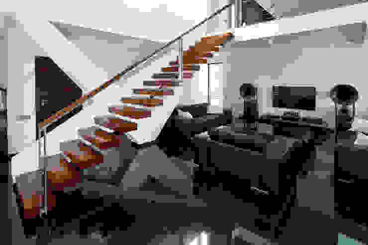 Modern living room by RS+ Robert Skitek Modern