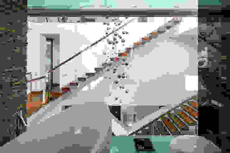 Moderne badkamers van RS+ Robert Skitek Modern