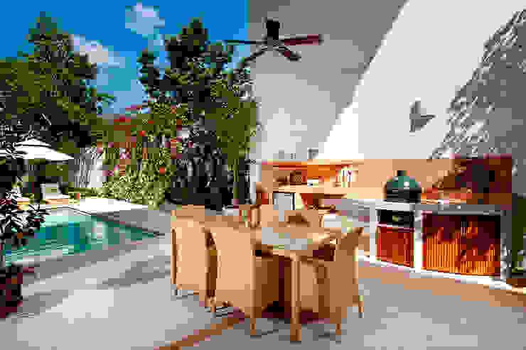 Modern terrace by Taller Estilo Arquitectura Modern