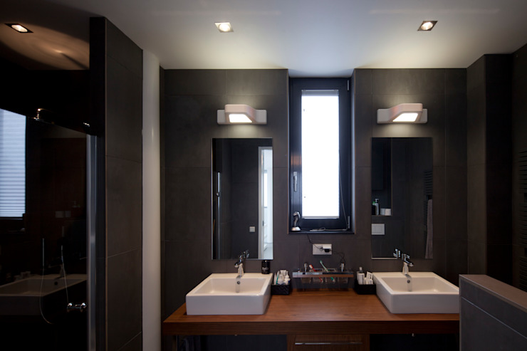 Minimalist style bathroom by HOYT architecten Minimalist