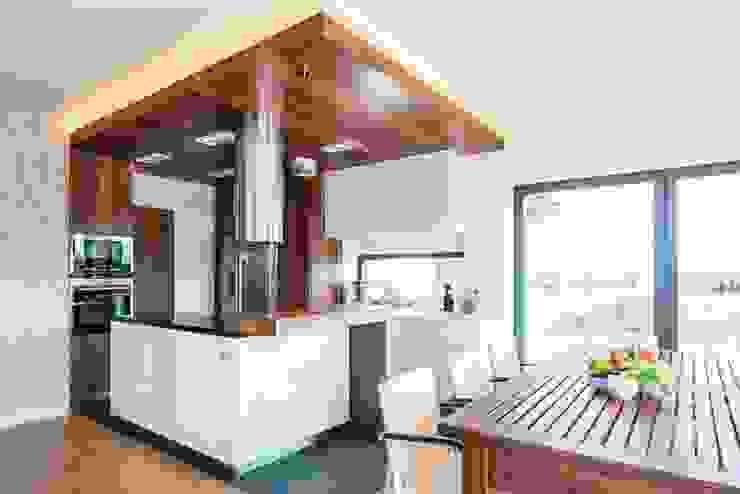 Wnętrze domu w Wieluniu Nowoczesna kuchnia od Projektowanie wnętrz Berenika Szewczyk Nowoczesny
