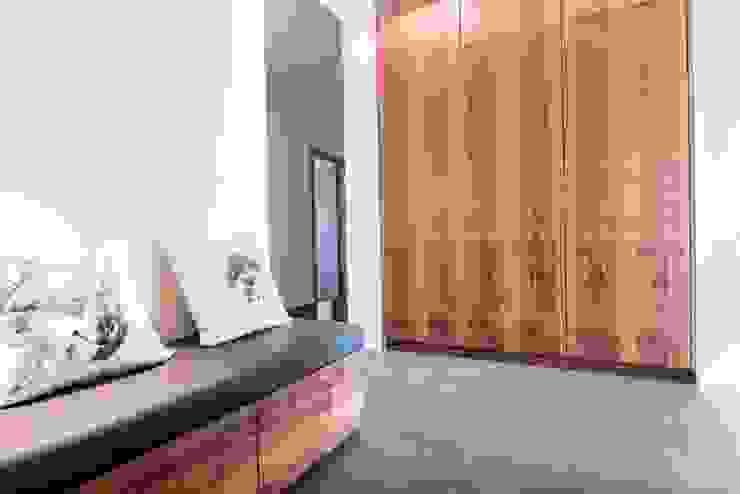 Moderne gangen, hallen & trappenhuizen van Projektowanie wnętrz Berenika Szewczyk Modern