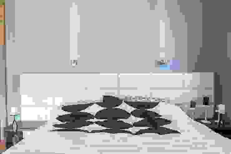 Wnętrze domu w Wieluniu Nowoczesna sypialnia od Projektowanie wnętrz Berenika Szewczyk Nowoczesny