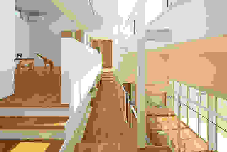 House in Kai Коридор, прихожая и лестница в стиле минимализм от MAMM DESIGN Минимализм