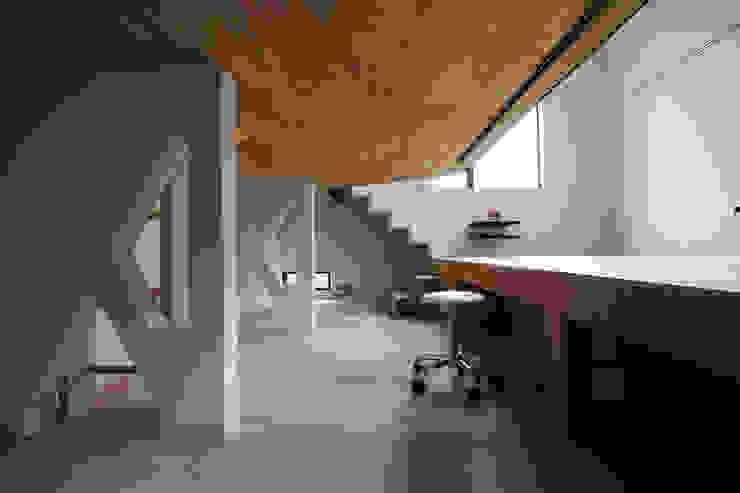 リビングに沈む立体的な子供室 モダンデザインの 子供部屋 の 一級建築士事務所 笹尾徹建築設計事務所 モダン