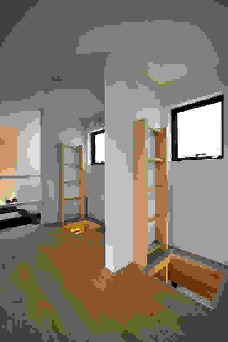 上下にハシゴで繋がる子供室 モダンデザインの 子供部屋 の 一級建築士事務所 笹尾徹建築設計事務所 モダン