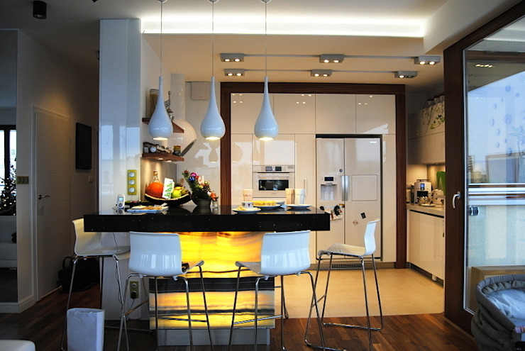Projekt wnętrza domu w Warszawie Nowoczesna kuchnia od Projektowanie wnętrz Berenika Szewczyk Nowoczesny