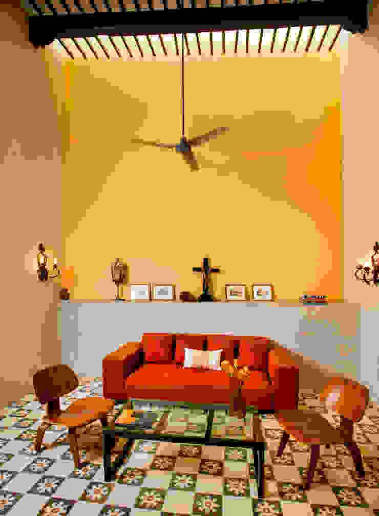 Ruang Media Gaya Kolonial Oleh Taller Estilo Arquitectura Kolonial