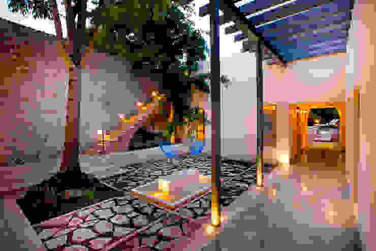 Garden by Taller Estilo Arquitectura, Colonial