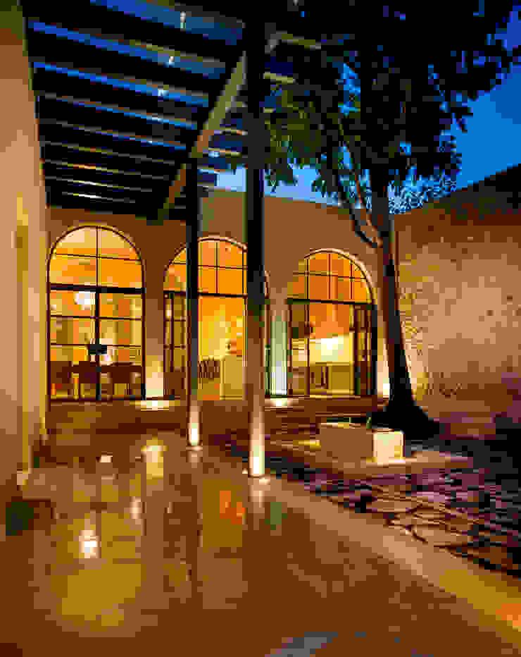Kolonialer Flur, Diele & Treppenhaus von Taller Estilo Arquitectura Kolonial