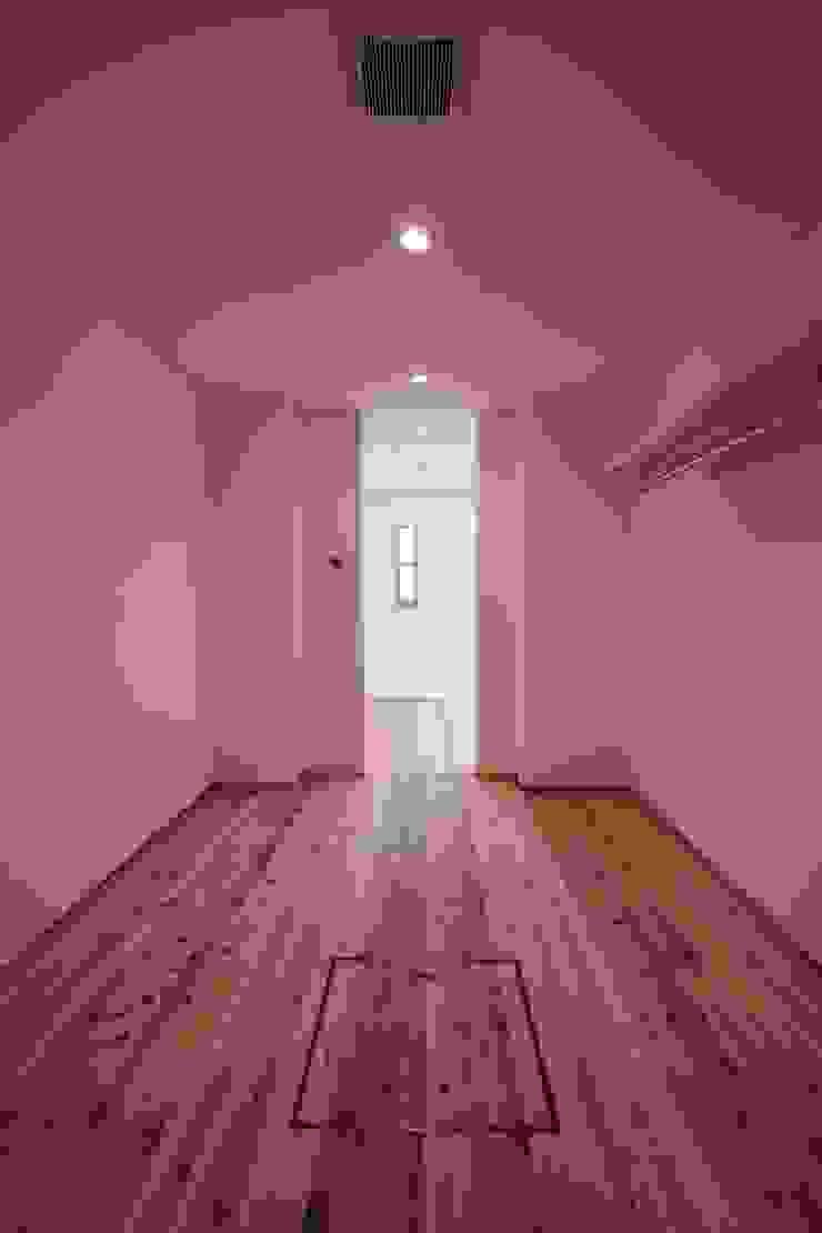 クローゼット モダンデザインの ドレッシングルーム の 加藤一高建築設計事務所 モダン