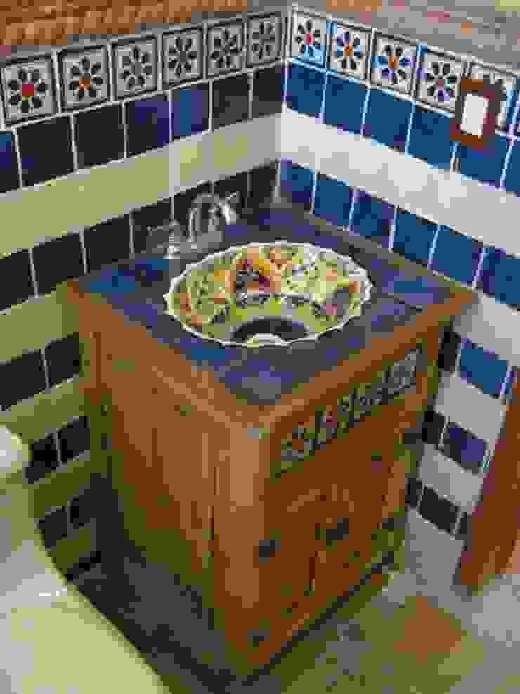 Casa de descanso fl Baños coloniales de IPALMA ARQUITECTOS Colonial