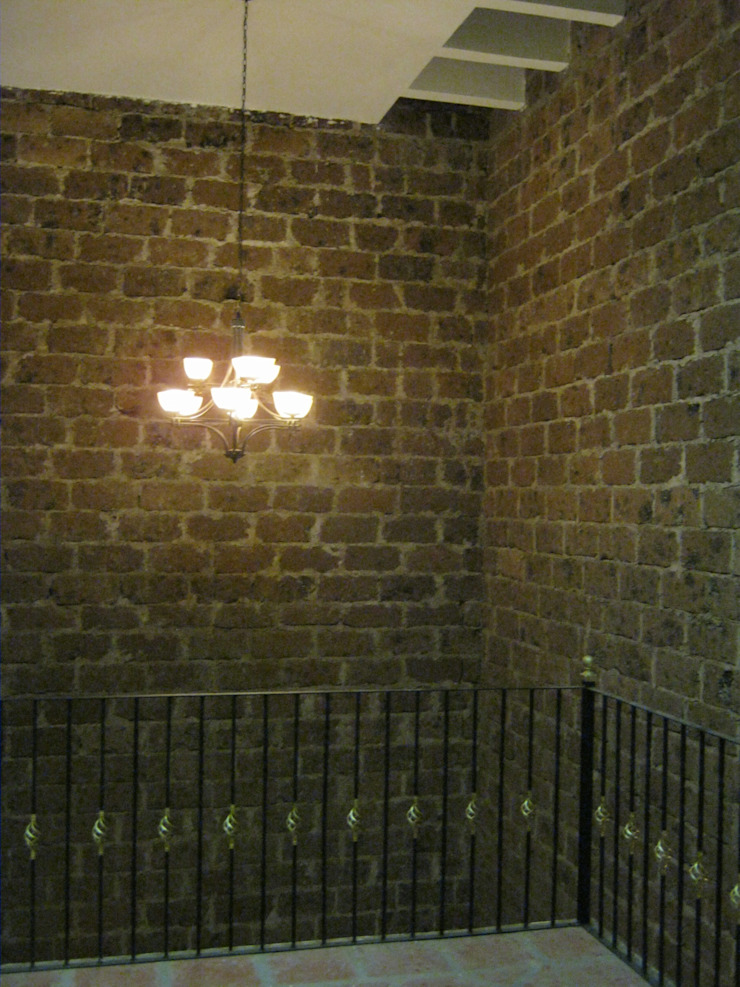 Casa de descanso fl Pasillos, vestíbulos y escaleras coloniales de IPALMA ARQUITECTOS Colonial