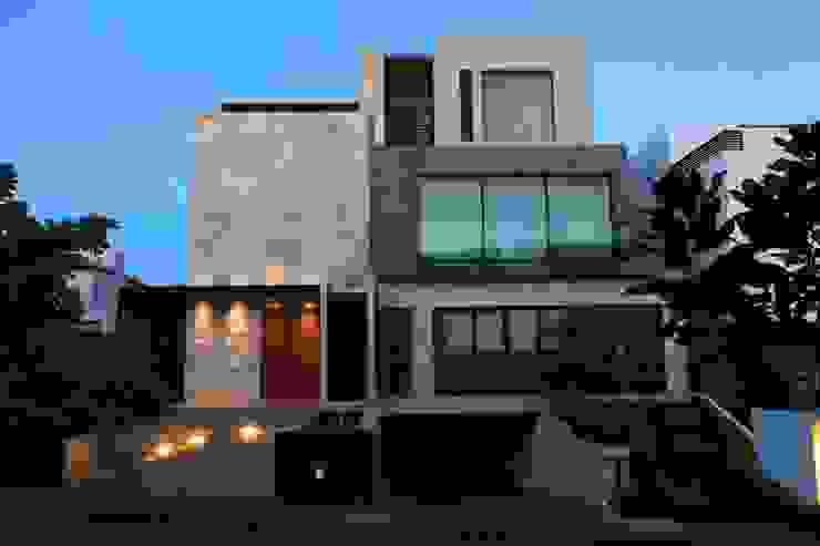 Fachada Principal Tarde Casas modernas de Código Z Arquitectos Moderno