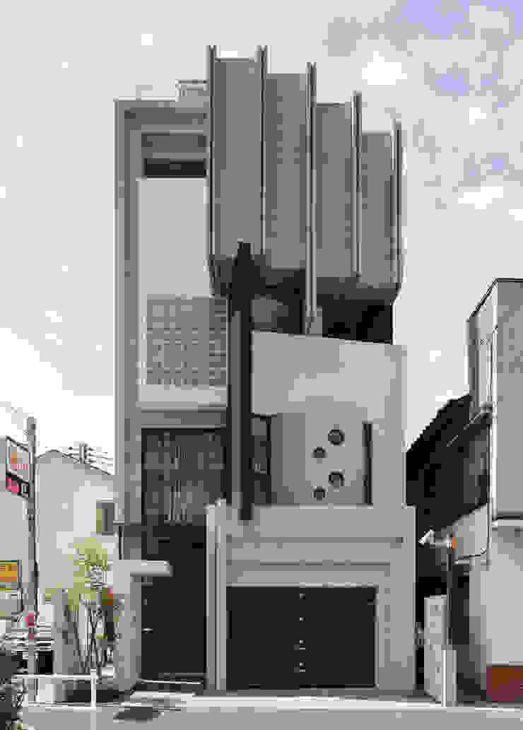 正面ファサード モダンな 家 の 平野智司計画工房 モダン