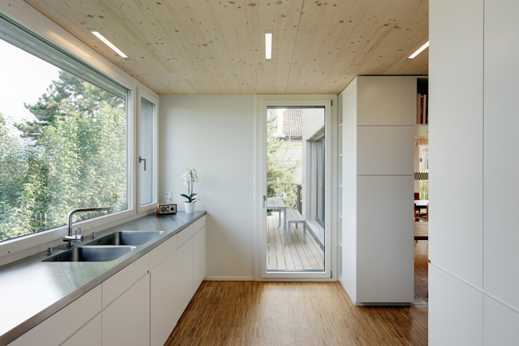 Modern kitchen by HKK Architekten Partner AG Modern