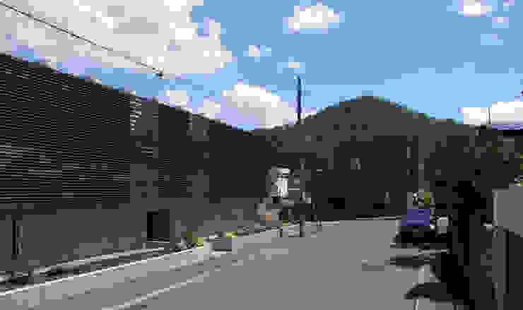 Modern home by 畠中 秀幸 × スタジオ・シンフォニカ有限会社 Modern