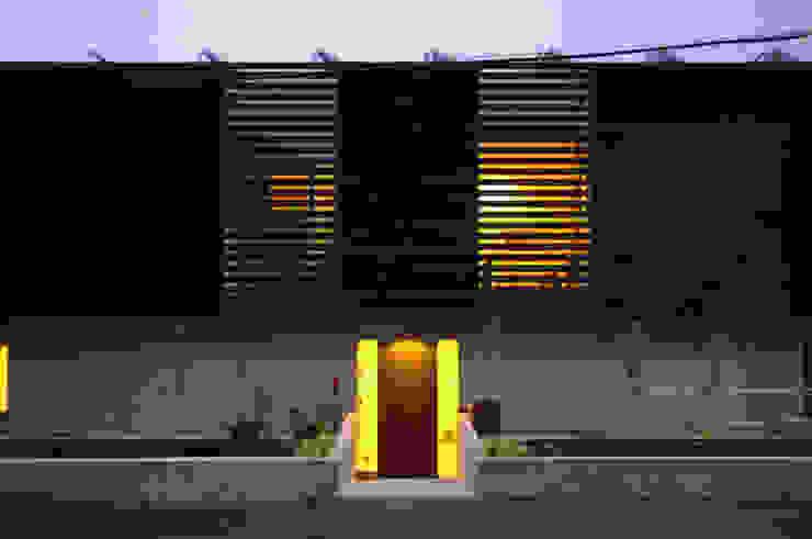 Rumah Modern Oleh 畠中 秀幸 × スタジオ・シンフォニカ有限会社 Modern