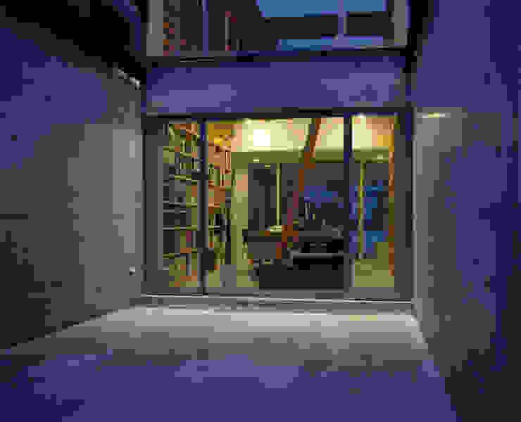 Modern style gardens by 畠中 秀幸 × スタジオ・シンフォニカ有限会社 Modern