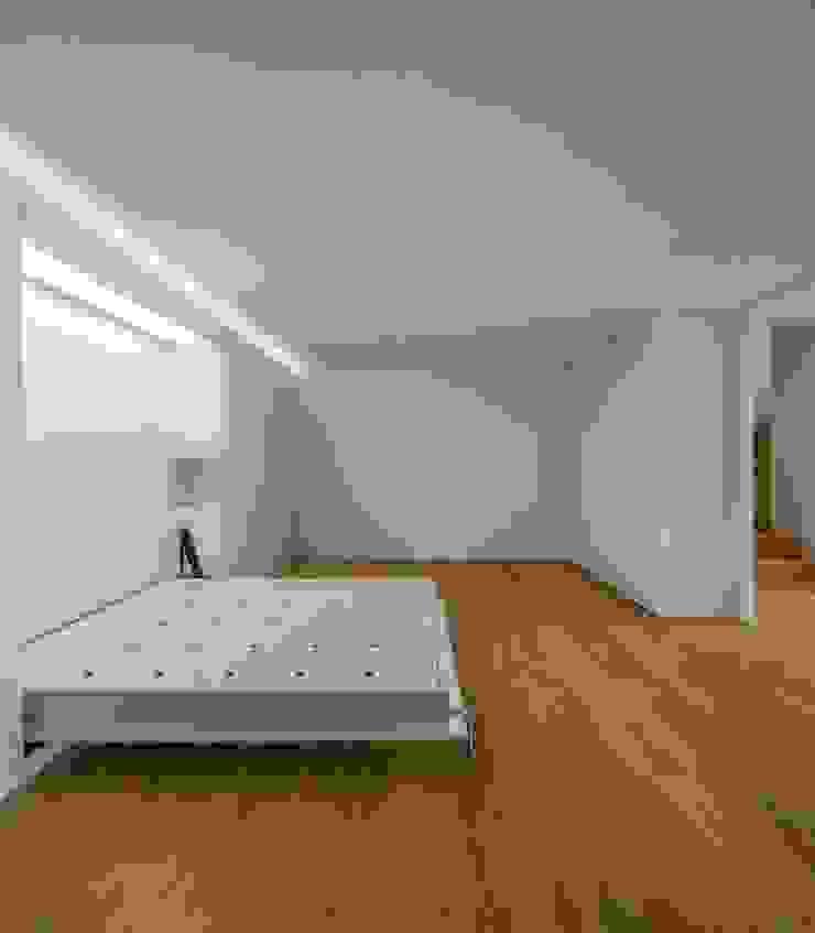 Lapa Building Minimalist bedroom by João Tiago Aguiar, arquitectos Minimalist