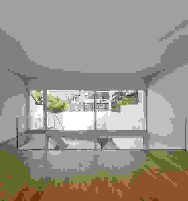 Lapa Building Minimalist corridor, hallway & stairs by João Tiago Aguiar, arquitectos Minimalist