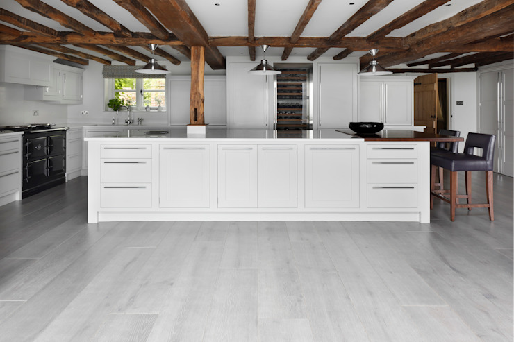 Venetian Grey Oak Flooring in kitchen Classic style kitchen by homify Classic