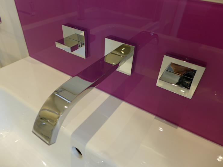 Pink Purple Glass Basin Splashback Moderne badkamers van Style Within Modern