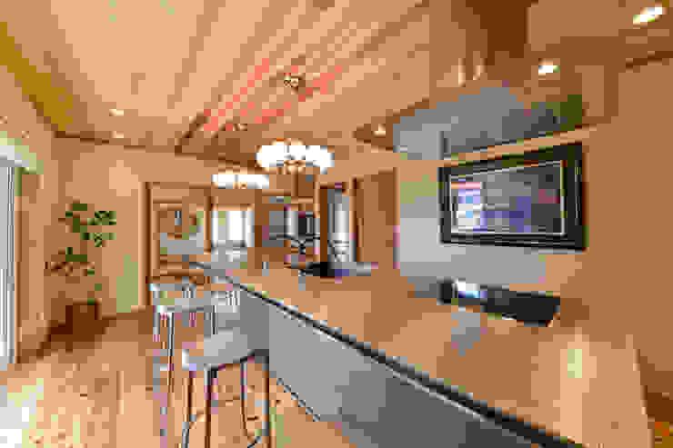 キッチンに住む インダストリアルデザインの キッチン の 桶市ハウジング インダストリアル