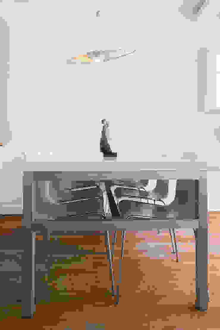 Phòng ăn phong cách hiện đại bởi Jacek Tryc-wnętrza Hiện đại