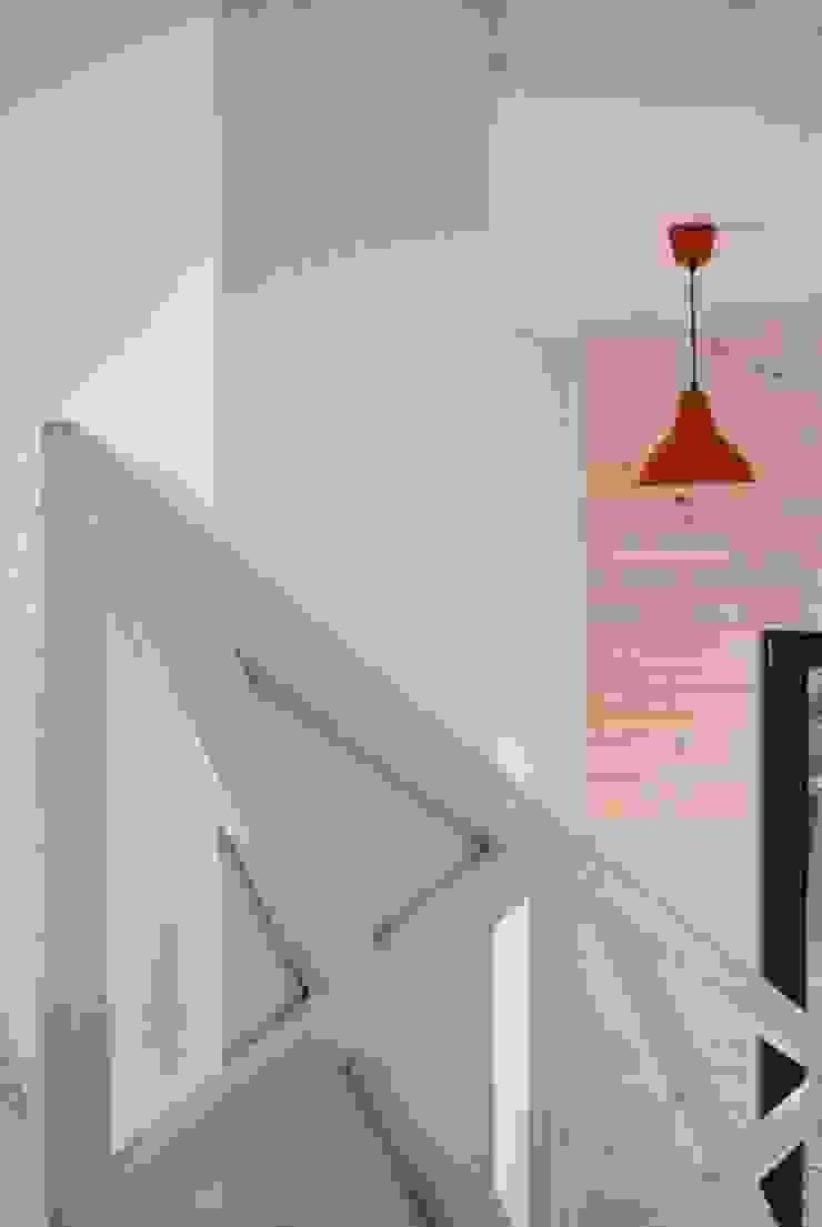 Nowoczesny domek letniskowy pod Warszawą od KDesign Architekci, grupa MODOSO Minimalistyczny