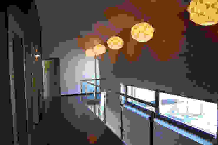 Modern Corridor, Hallway and Staircase by Susuł & Strama Architekci sp. z o.o. Modern