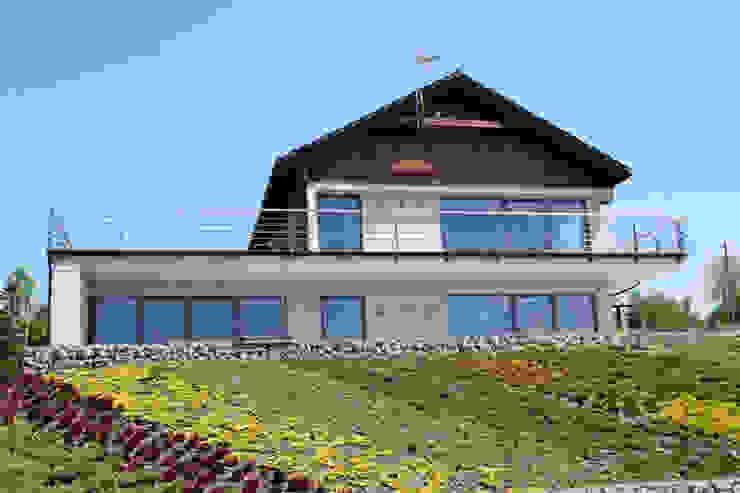 Dom na skarpie nad stawem.: styl , w kategorii Domy zaprojektowany przez Susuł & Strama Architekci sp. z o.o.,Nowoczesny