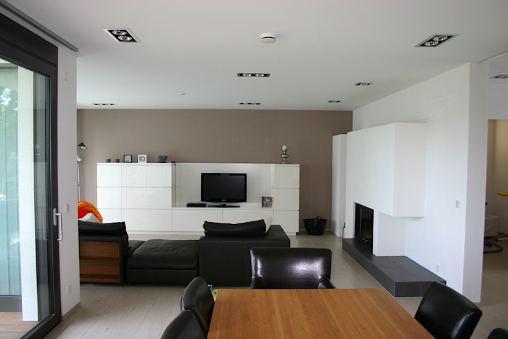 Nowoczesny salon od Ingenieurbüro für Planung und Projektmanagement Hangs Nowoczesny