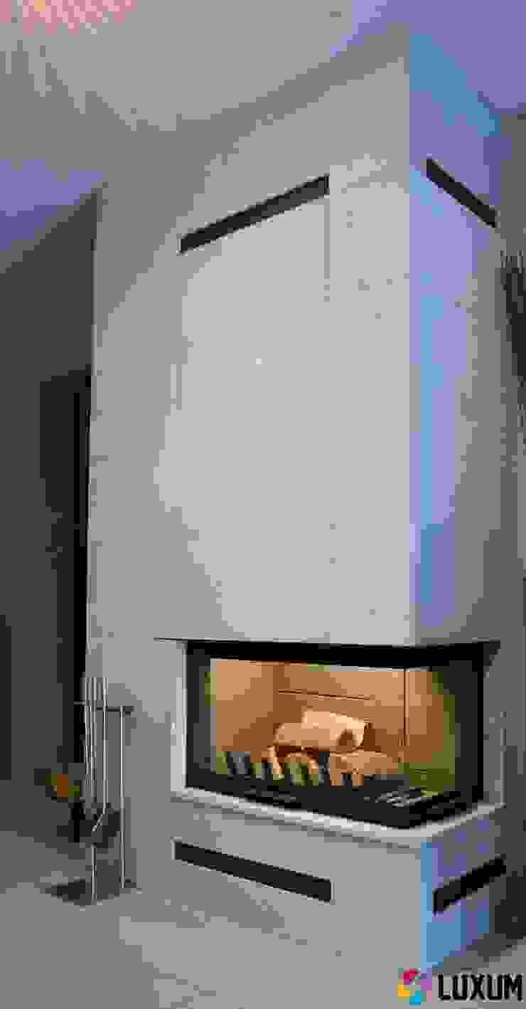Płyty z betonu na obudowy kominków Minimalistyczny salon od Luxum Minimalistyczny