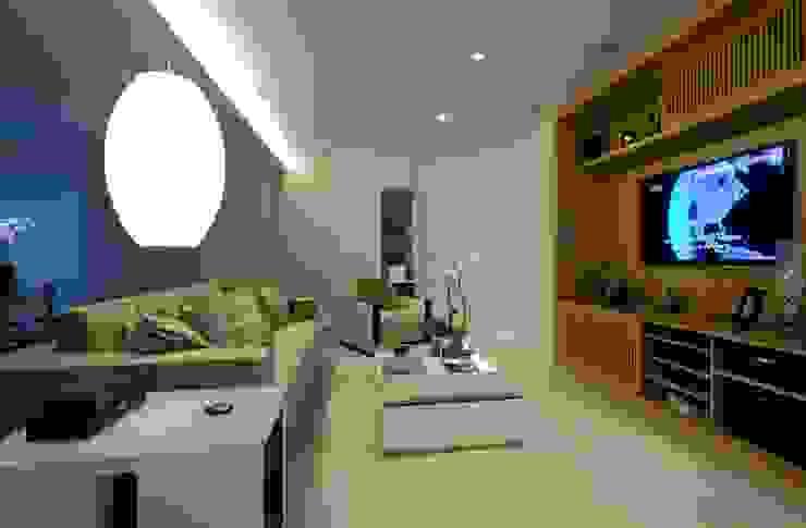 Home Salas de estar clássicas por Ana Menoita Arquitetura e Interiores Clássico