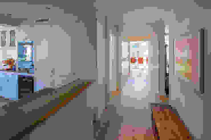 Couloir, entrée, escaliers classiques par Tschander.Keller architekten Classique