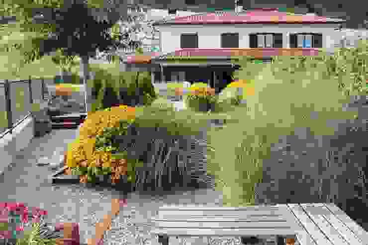 Jardines de estilo  por Jardinarias , Clásico