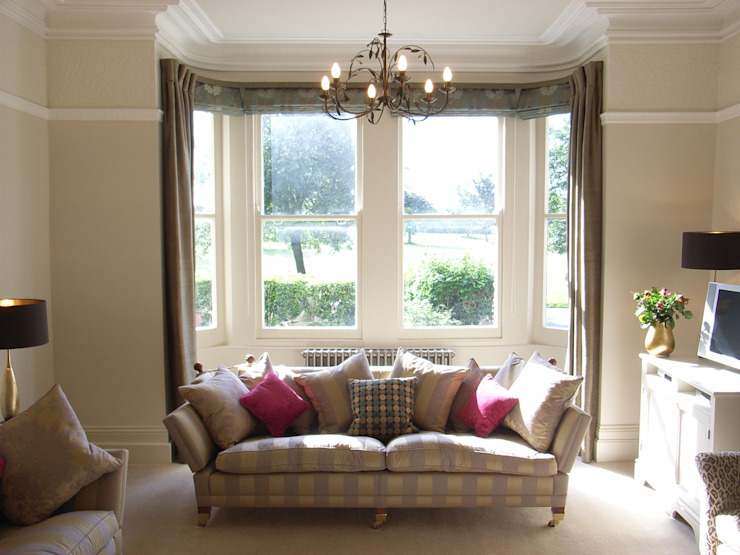 Classic View of Contemporised Victorian Living Room Classic style living room by homify Classic