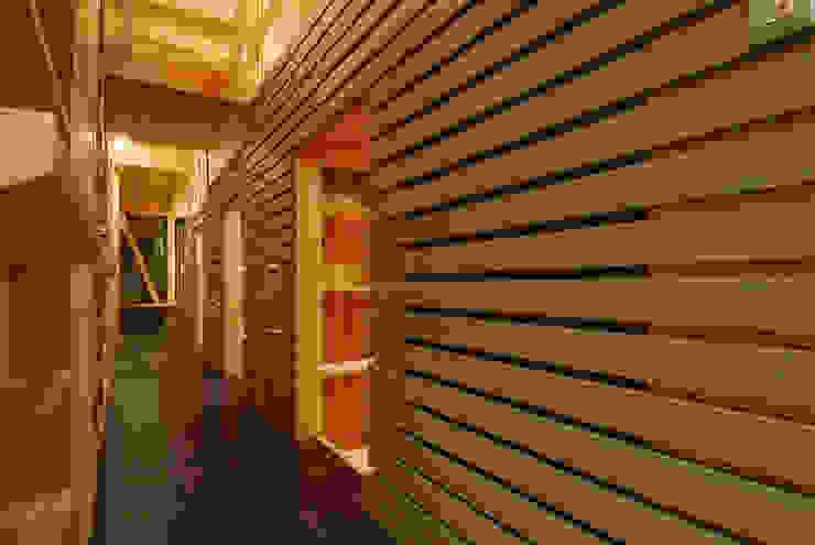 内路地見返し(夕景) オリジナルスタイルの 玄関&廊下&階段 の 豊田空間デザイン室 一級建築士事務所 オリジナル