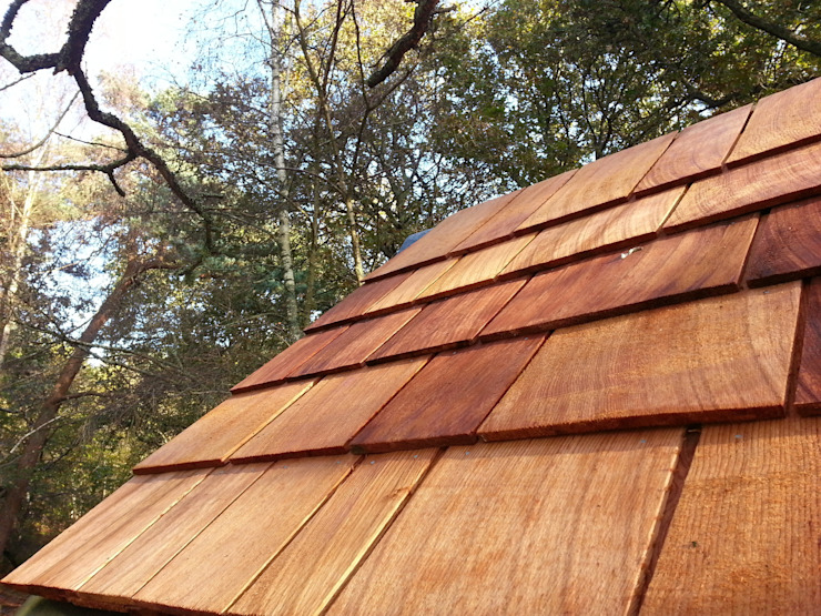 Cedarwood roof shingles Country style garden by Gardenatics Limited Country