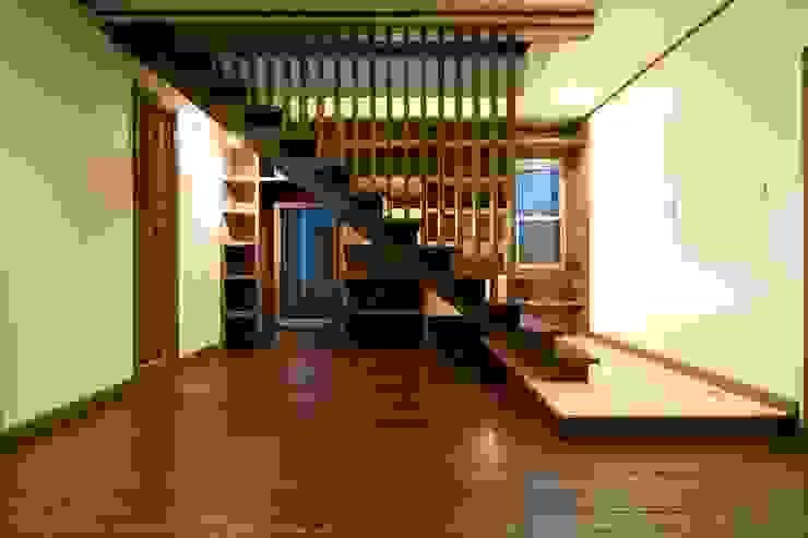 セブン・ステップス・トゥ・ヘブン 和風の 玄関&廊下&階段 の 有限会社 アーキヴィジョン 和風 無垢材 多色