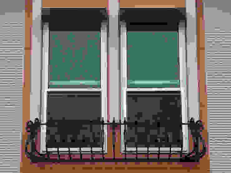 ロ-トアイアンの花台と飾り窓 オリジナルな 窓&ドア の 株式会社SOM(ソム)建築計画研究所 オリジナル
