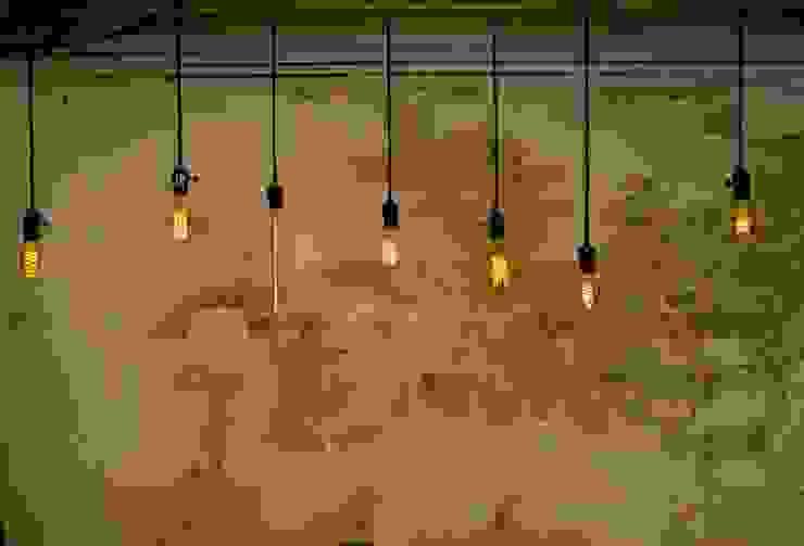 Decorative filament light bulbs Paredes e pisos industriais por William and Watson Industrial
