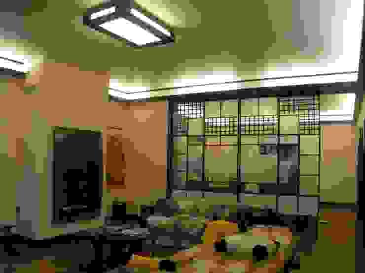 Коттедж в Новой Европе Гостиная в классическом стиле от Архитектор Константин Тишин Классический